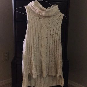 BB Dakota cream sleeveless sweater